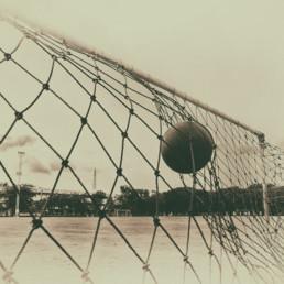 Boll i fotbollsmål